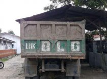 Butuh dana ingin jual Isuzu Dump Truck  1991