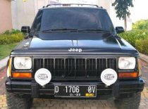 Butuh dana ingin jual Jeep Cherokee  2000