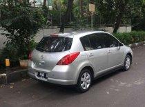 Butuh dana ingin jual Nissan Latio  2009