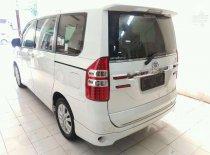 Butuh dana ingin jual Toyota Voxy  2015