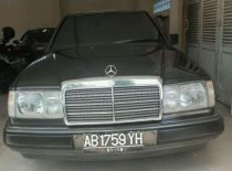 Mercedes-Benz 300E  1990 Sedan dijual