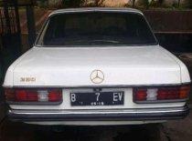 Butuh dana ingin jual Mercedes-Benz 200  1982