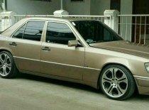 Butuh dana ingin jual Mercedes-Benz SLC  1991