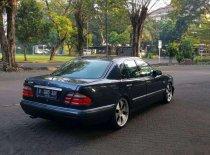 Butuh dana ingin jual Mercedes-Benz E-Class E 230 1996