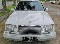 Butuh dana ingin jual Mercedes-Benz E-Class 1992