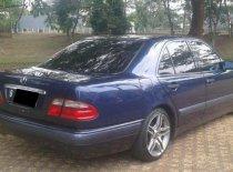 Butuh dana ingin jual Mercedes-Benz E-Class E 230 1998