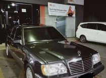 Butuh dana ingin jual Mercedes-Benz E-Class E 230 1990