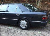 Butuh dana ingin jual Mercedes-Benz E-Class E 300 1991