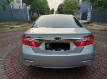 Toyota Camry V 2013 Sedan dijual