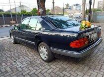 Butuh dana ingin jual Mercedes-Benz E-Class E 230 1997