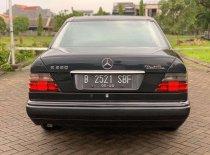 Butuh dana ingin jual Mercedes-Benz E-Class E 220 1995