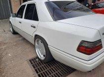 Jual Mercedes-Benz E-Class E 220 1995