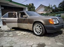 Butuh dana ingin jual Mercedes-Benz 300E 1988