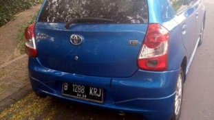Butuh dana ingin jual Toyota Etios Valco G 2015