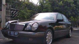 Jual Mercedes-Benz E-Class  2000