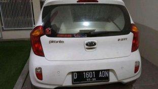 Butuh dana ingin jual Kia Picanto 2015