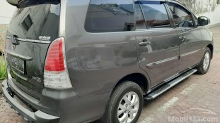Butuh dana ingin jual Toyota Kijang Innova 2.5 G 2011