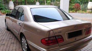 Jual Mercedes-Benz E-Class 2001 termurah