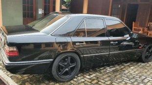 Jual Mercedes-Benz E-Class 1993 kualitas bagus