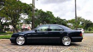 Butuh dana ingin jual Mercedes-Benz E-Class E 320 1997