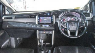 Butuh dana ingin jual Toyota Kijang Innova V 2017