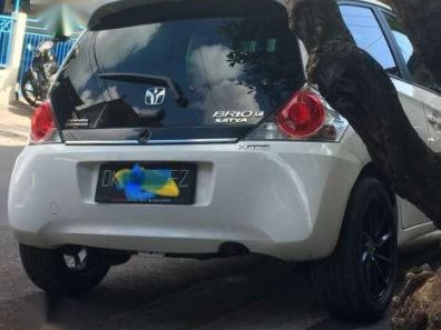 Dijual mobil Honda Brio Satya E 2015