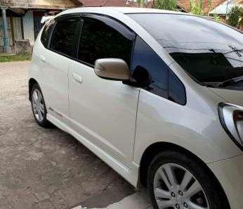 Dijual Mobil Honda Jazz RS 2012-1