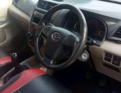 Butuh dana ingin jual Daihatsu Xenia M 2012-1