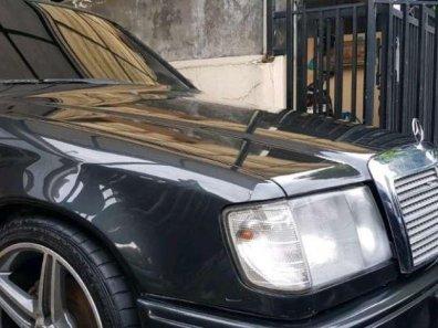 Butuh dana ingin jual Mercedes-Benz E-Class  1990-1
