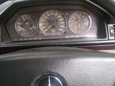 Mercedes-Benz E-Class 1988 Sedan dijual-1