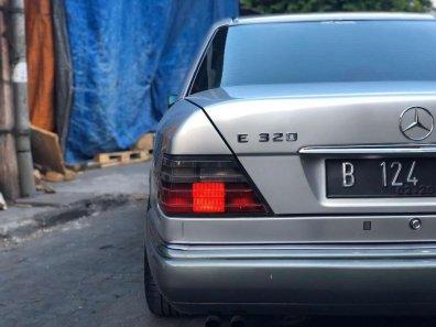 Jual Mercedes-Benz E-Class 1995 kualitas bagus-1