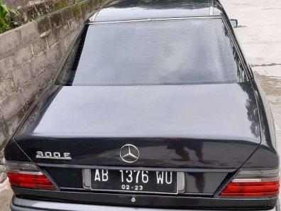 Mercedes-Benz E-Class E 300 1991 Sedan dijual-1