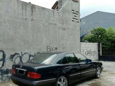 Butuh dana ingin jual Mercedes-Benz C-Class C 320 1996-1