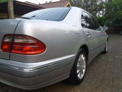 Jual Mercedes-Benz E-Class 2003, harga murah-1