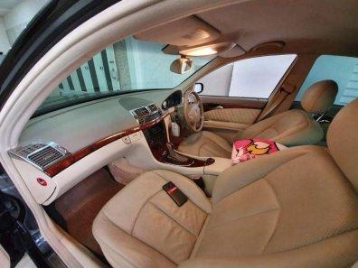 Jual Mercedes-Benz E-Class 2004 kualitas bagus-1