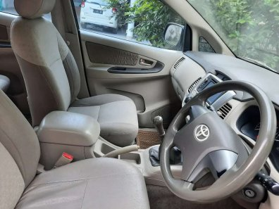 Butuh dana ingin jual Toyota Kijang Innova 2.0 G 2012-1