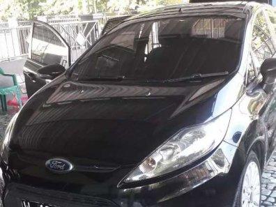 Butuh dana ingin jual Ford Fiesta 2010-1