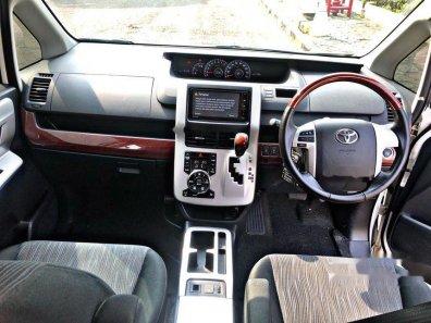Jual Toyota NAV1 V Limited kualitas bagus-1